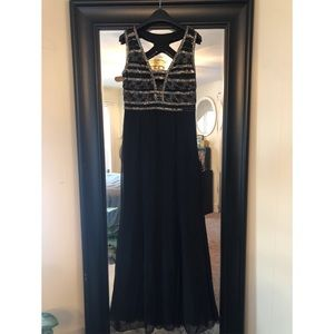 NWT! Adrianna Papell sleeveless, beaded, gown